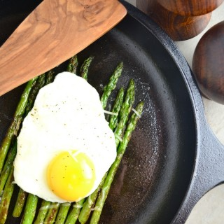 Asparagus Milanese - Asparagus, eggs, and parmesan cheese. Great as a side for dinner or for breakfast. Very nutritious, easy, and a great way to eat some greens in the morning! | twothirdscup.com